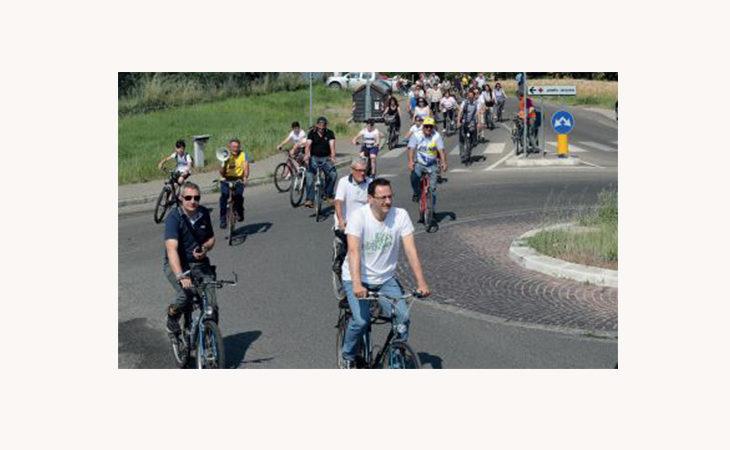 Biciclettata ambientalista «Ermes Sasso», genitori e bimbi con l'Avis dal Prato della Rocca