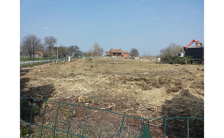 Sfalci e potature nell'area della nuova caserma dei vigili del fuoco a Imola