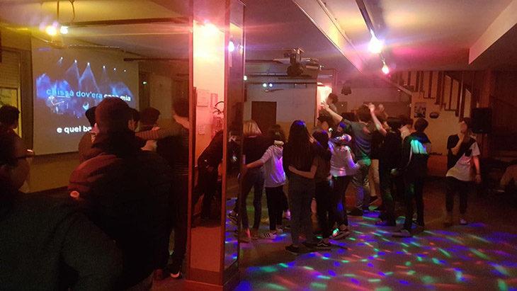 Balli, musica e karaoke al Medicivitas per divertire gli adolescenti della cittadina