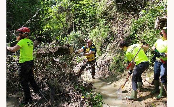 Festa della Liberazione… dei sentieri montani scomparsi con i volontari dell'Enduro Motor Valley
