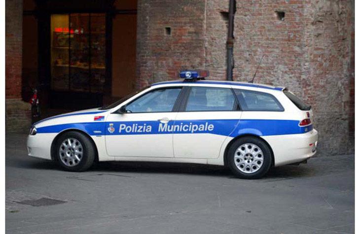 In via Pisacane, ciclista urtato da un'auto che esce da una proprietà privata