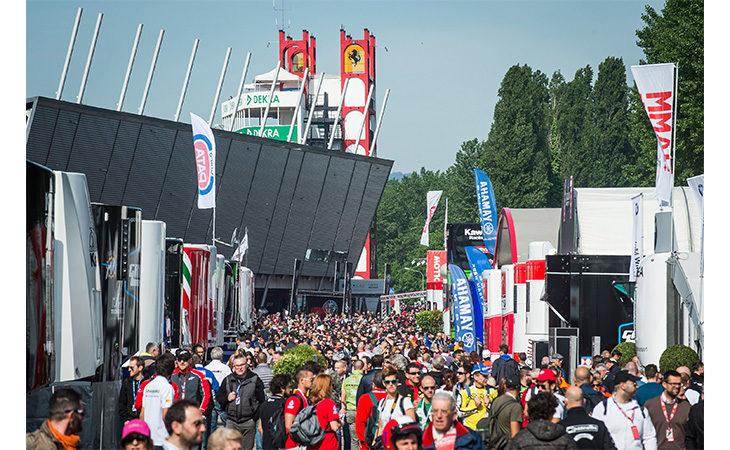 Open paddock all'autodromo, Imola scalda i motori in attesa della Superbike. Ultimi giorni per la promozione dei biglietti