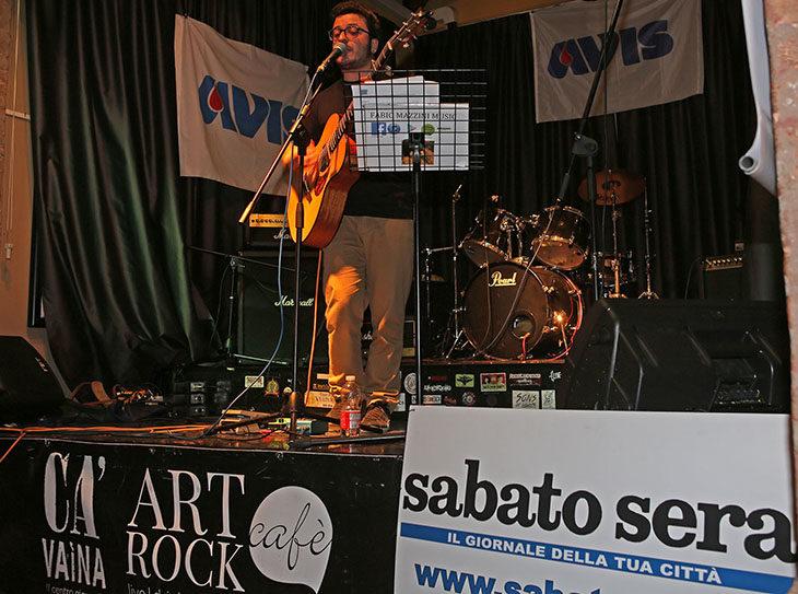 Gocce di musica 2018, il primo finalista della sfida tra band è Fabio Mazzini – VIDEO