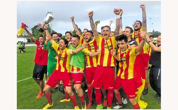 Calcio, dopo il campionato il Medifossa ha alzato anche la Coppa di Promozione