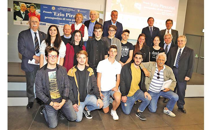 Concorso «Ezio Pirazzini», la classe «quinta G» del Paolini ha sbaragliato la concorrenza