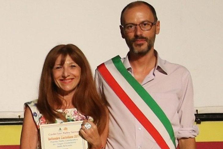 La pittrice bolognese Sandra Fiumi firma il piatto della 67ª Sagra della Braciola di Castel San Pietro Terme