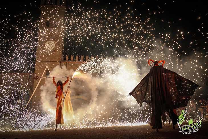 Le Note di Strada invadono Casalfiumanese con spettacoli, musica, giochi e birra