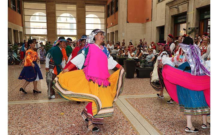Al Festival del Folclore costumi, musica e tanta allegria. IL VIDEO
