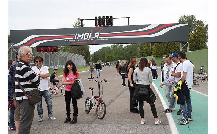 Aperture autodromo, dopo il pranzo di Ferragosto si torna in pista già stasera
