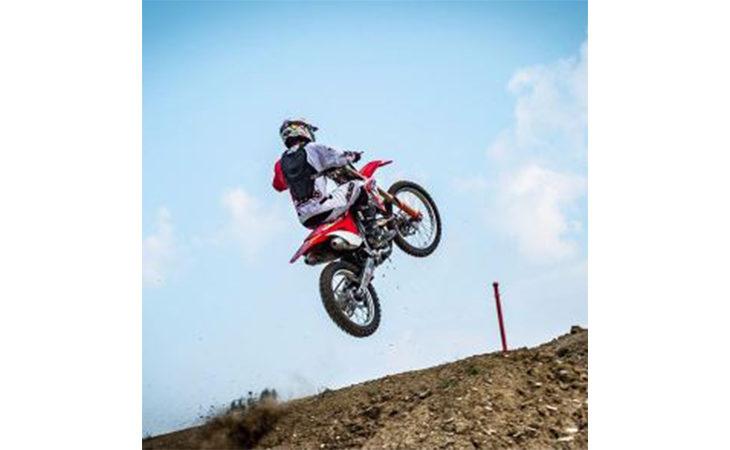 Il pilota Andrea Bartolini ha provato la pista imolese di motocross in vista del Mondiale: «Il pubblico si divertirà»