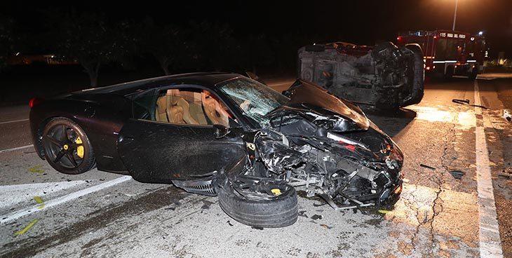 Incidente in via Selice all'altezza di via Bicocca, coinvolta una Ferrari 458