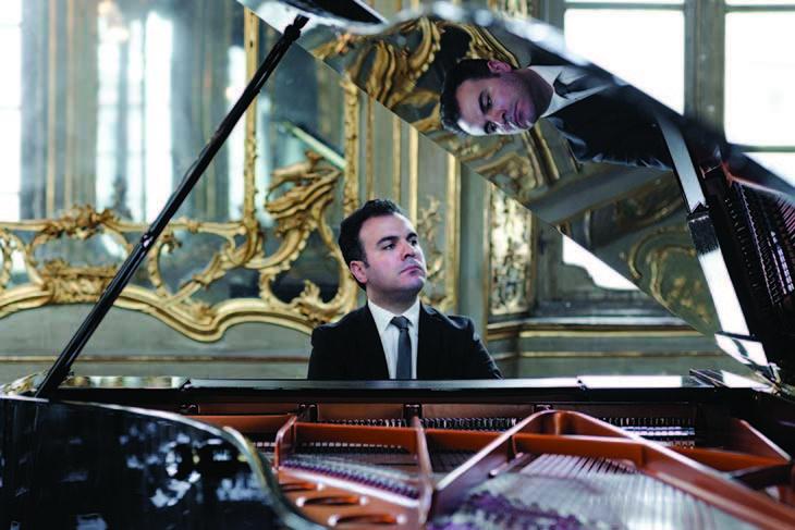 Il pianista Roberto Giordano apre domani i concerti dell'Accademia con Schumann e Debussy