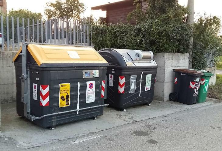 Raccolta rifiuti: nuovi cassonetti collocati anche a Casola Canina, ma non c'è posto per tutti