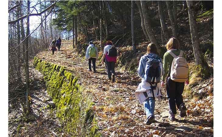 Trekking,  con il treno… ma anche senza attraverso «La strada della maestra»