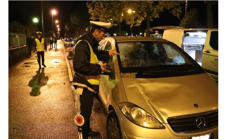 Travolto mentre attraversa la strada, muore 72enne a Imola