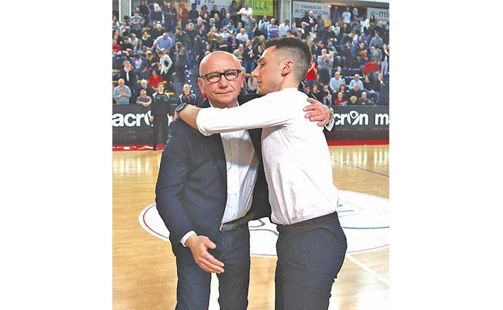 Basket A2, Le Naturelle-Verona e la quarta sfida tra Lorenzo Dalmonte e il padre Luca