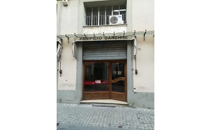 Tra chiusure e traslochi sono 61 le vetrine vuote nel centro storico di Imola