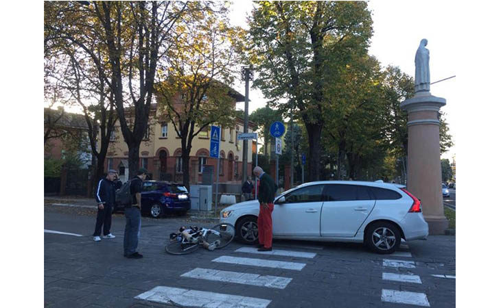 Incidente all'incrocio tra viale Amendola e viale dei Cappuccini, ferito ciclista 60enne