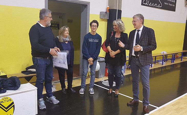Il giovane Francesco Caprara premiato con la borsa di studio della Virtus Basket Medicina