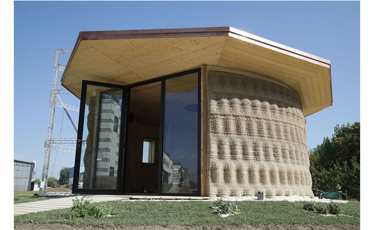 L'innovazione di una casa in terra e paglia costruita con la stampante 3d