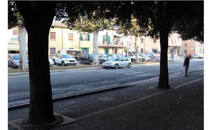 Lavori in piazza a Mordano, il nodo dell'attraversamento che finisce sull'aiuola