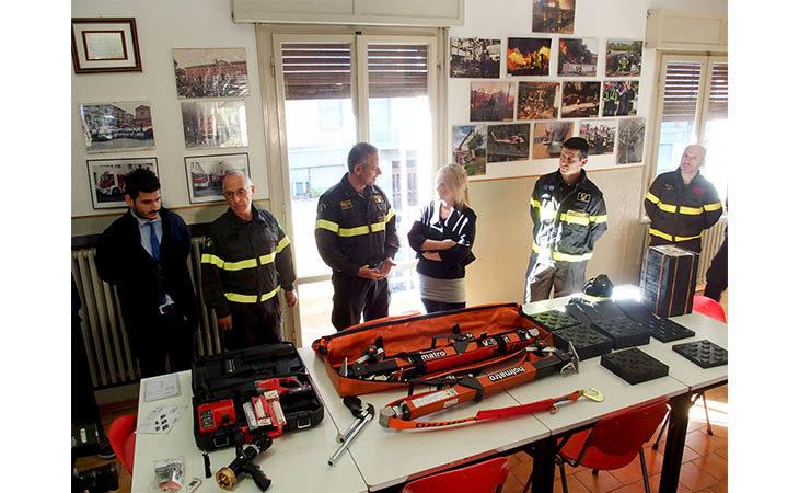 Sport e solidarietà, «La Sfida del cuore» dona attrezzature ai vigili del fuoco