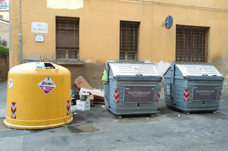 """La sindaca Sangiorgi: """"Una società in house per la raccolta dei rifiuti a Imola? Prima vediamo i costi'"""