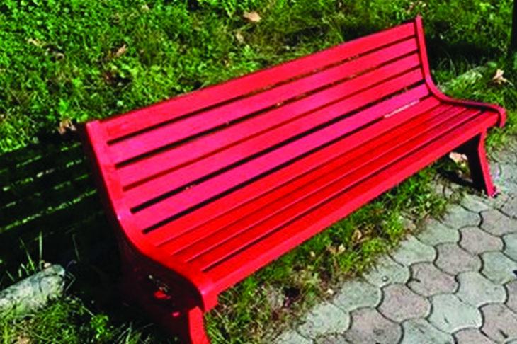 Due panchine rosse saranno inaugurate a Imola e Medicina in occasione della Giornata contro la violenza sulle donne