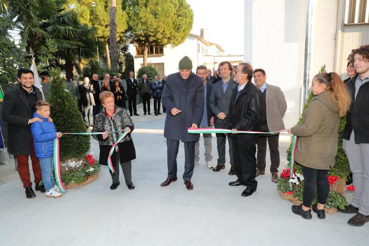 Il neo Cavaliere Alberto Vacchi ha tagliato il nastro del nuovo capannone della Bc Srl di Claudio Betti