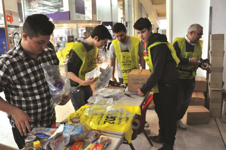 Domani 24 novembre torna la Colletta alimentare nei supermercati e da quest'anno anche online