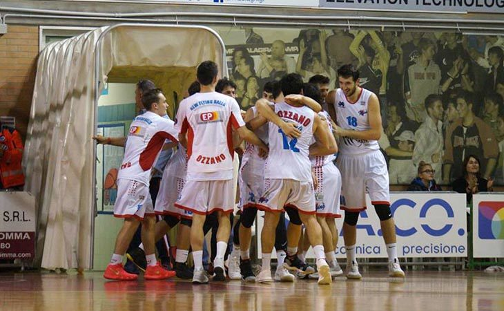 Basket serie B, il palazzo di Ozzano è un fortino e la Sinermatic doma Vicenza