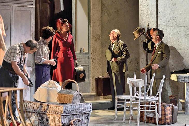 Il teatro di De Filippo apre la stagione allo Stignani con «Questi fantasmi!». Domani il via alla prevendita