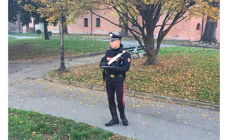 Tentano furto in cartolibreria, ladri messi in fuga dall'arrivo dei carabinieri