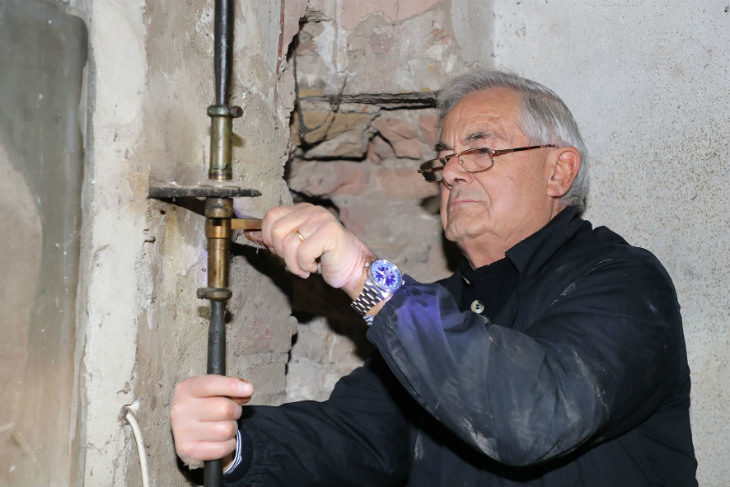 L'orologio del Comune per ora non funziona, serve un intervento per adeguare ingranaggi vecchi di due secoli