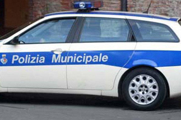Auto investe un ciclista sulla via Lasie a Imola