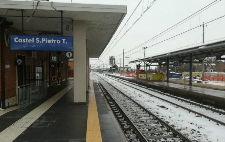 Il nuovo orario dei treni non piace ai pendolari delle stazioni più piccole. Anche i sindaci e la Regione in campo per cambiarlo