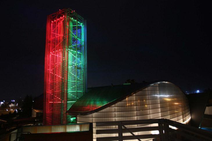 Il clima natalizio «contagia» anche la centrale Hera: per tutte le feste un'illuminazione speciale