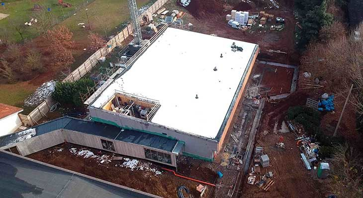 Il cantiere per l'ampliamento della primaria Sassatelli è a buon punto e 16 aziende donano gli arredi