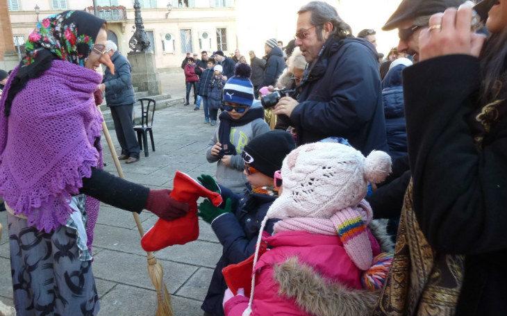 A Castel San Pietro la Befana arriva in ambulanza, tra le calze per i bambini e i Re Magi a cavallo