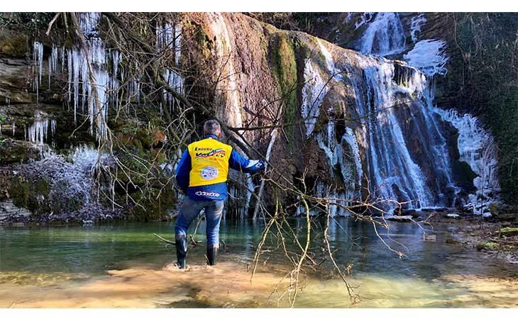 Epifania di lavoro tra guadi e cascate per i volontari dell'Enduro Motor Valley