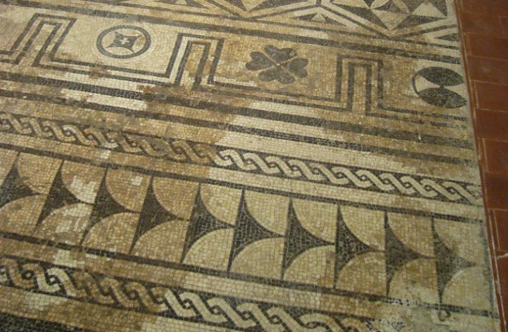 Le case popolari di via Manfredi nascondevano un raffinato mosaico romano del II secolo dopo Cristo