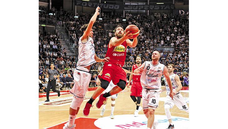 Basket A2, Le Naturelle sfida la Fortitudo e taglia il traguardo delle 1500 partite in tutti i campionati