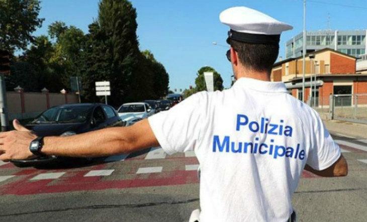 Scoperta a Imola dalla Polizia municipale un'auto con targa estera che aveva accumulato 432 multe mai pagate