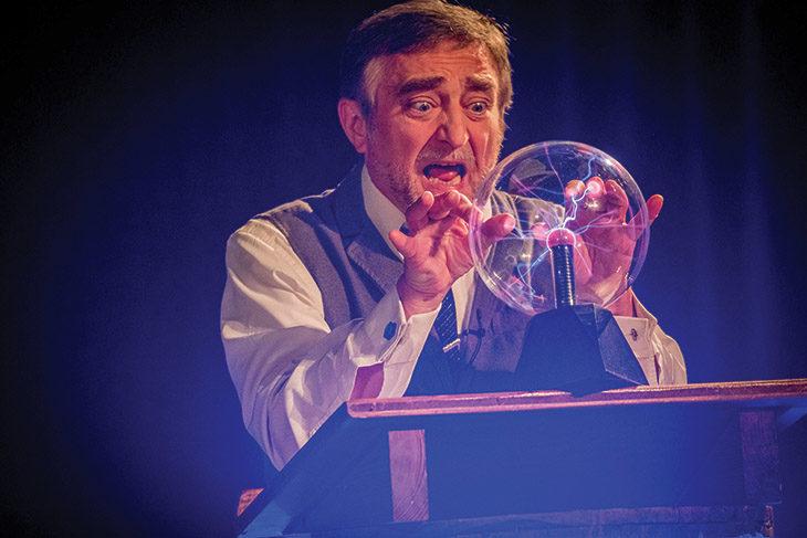 Sabato Tiziano Manzini porta in scena Nikola Tesla al teatro Cassero di Castello