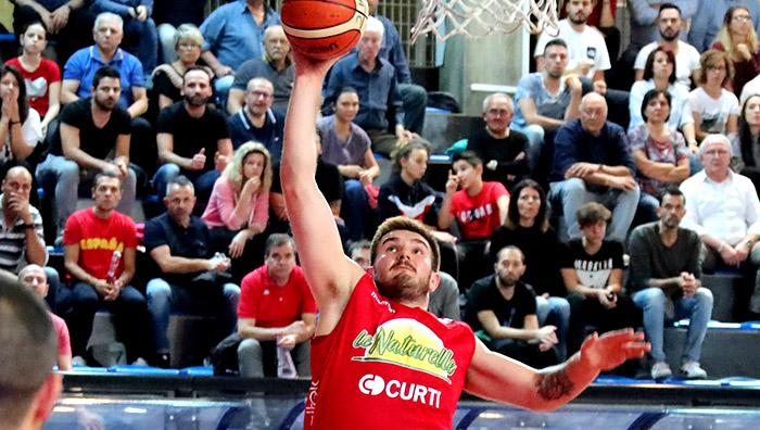 Basket A2, Imola inizia a giocare dopo 20 minuti e Ferrara si prende il derby