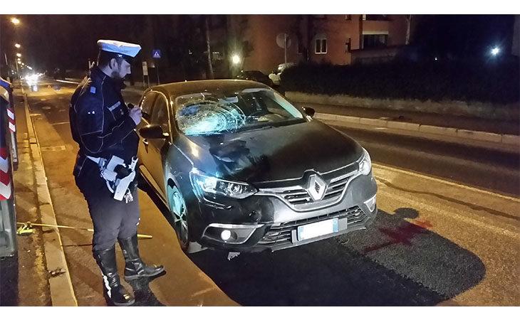 Auto investe pedone in via Vivaldi, muore 86enne a Imola
