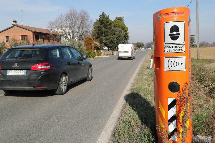 Nuovi autovelox e photored in arrivo a Imola, nel mirino Lughese, Montanara e gli incroci più trafficati