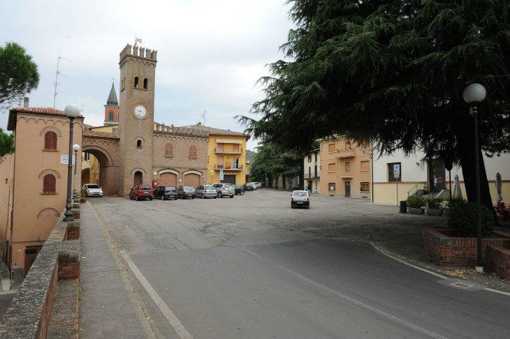 Più vicina a Casalfiumanese la riqualificazione di piazza Cavalli: istituito il mercato settimanale e via ai saggi archeologici