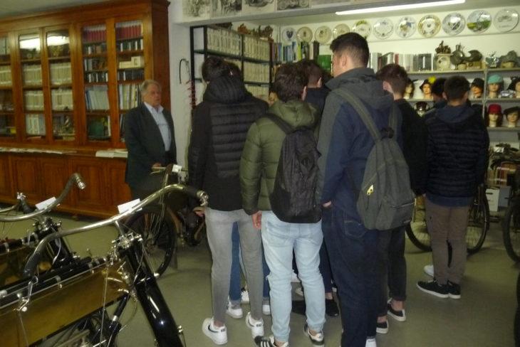 In gita alla Collezione Battilani di Imola, a lezione di tecnica delle moto