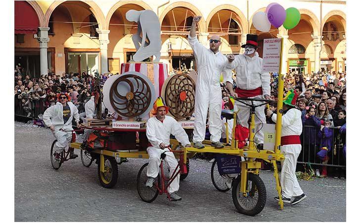 Carnevale dei Fantaveicoli, un successo senza tempo per l'evento più pazzo dell'anno. IL VIDEO